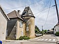 Maison à tourelle à Moncey.jpg