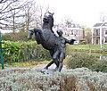 Man met paard Gabriël Sterk Parkweg Maarssen.JPG