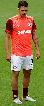 Manuel Lanzini with West Ham United, August 2015.jpg
