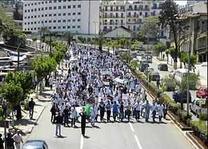 2010–12 Algerian protests - Students marching to el-Mouradia