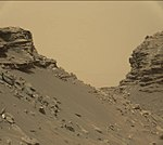Mars-curiosity-rover-msl-rock-layers-PIA21042-full2.jpg