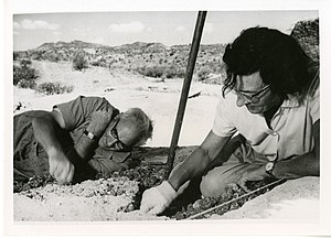 Mary Leakey - Mary and Louis Leakey at Olduvai Gorge