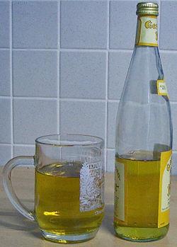 Met Flasche und Glas.jpg