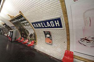 Ranelagh (Paris Métro) - Image: Metro de Paris Ligne 9 Ranelagh Motte seats