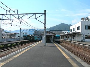 Miyazu Station - Miyazu Station platform, August 2009