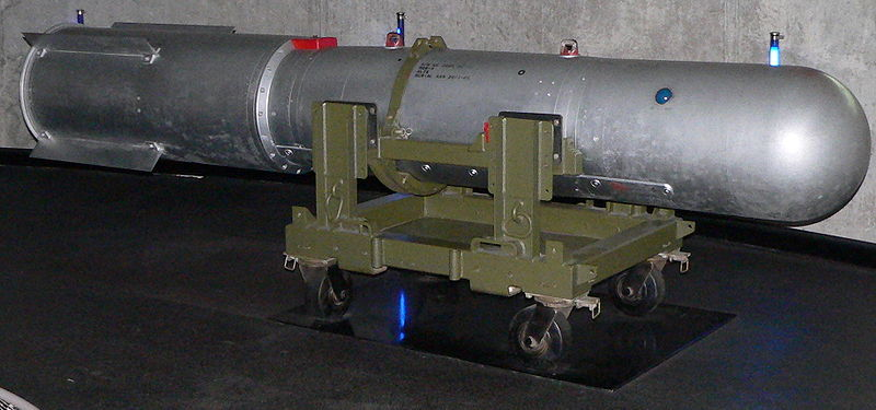 Fichier:Mk 28 F1 Thermonuclear Bomb.jpg