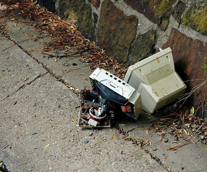 File:Monitor in gutter.jpg