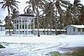 Moruroa 1971 logements et réserve d'eau pendant la période des tirs Gérard JOYON 5ème RMP.jpg 2 PROTDONBACH.jpg