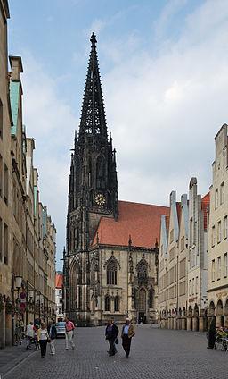 Münster, Lambertikirche, neogotischer Turm vom Prinzipalmarkt aus; 1888/89 wurde der alte Turm aufgrund von Baufällgkeit durch diese verkleinerte Kop...
