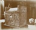 Musée égyptien - Intérieur d'une salle - cercueil de la chatte Taoui - Le Caire - Médiathèque de l'architecture et du patrimoine - AP62T163569.jpg