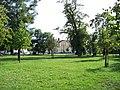 Nádraží Praha-Vršovice, přes park od Vršovické.jpg