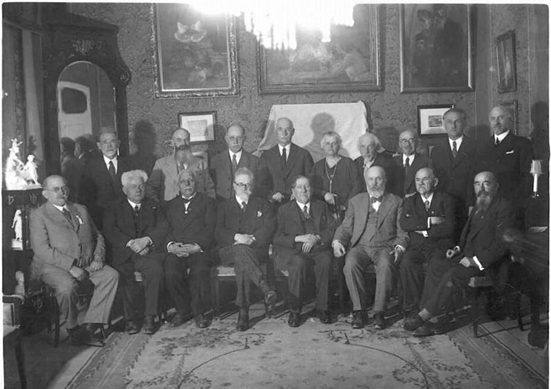File:Nahum Sokolow with the participants of the first World Zionist Congress at Heschel Farbstein's house in Jerusalem II.jpg