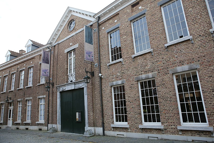 De straatkant van het Nationaal Jenevermuseum Hasselt, tijdens een bezoek op 26/10/2013.