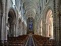 Nef de l'église Sainte-Croix de Saint-Lô.jpg