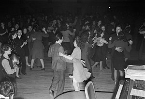 Jive (dance) - Jiving in a British dance hall, 1945