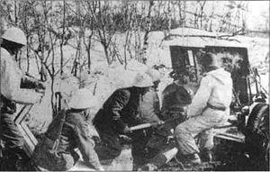 Норвежский артиллерийский расчет в бою к северу от Нарвика