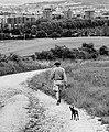 Olárizu - Persona con perro -BT- 01.jpg