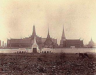 Front Palace crisis - Photograph of the Grand Palace, with the Sanam Luang in the foreground.