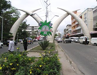 Moi Avenue (Mombasa) - Image: On Tour