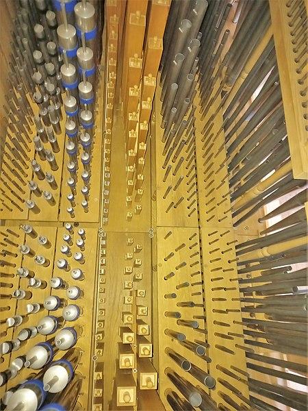 Datei:Ottobrunn, Kath. St. Otto (Kerssenbrock-Orgel, Pfeifenwerk) (6).jpg
