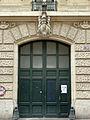 P1260787 Paris Ier rue JJ-Rousseau n70 porte rwk.jpg
