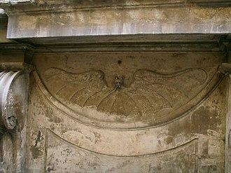 Palazzo di Bianca Cappello - Image: Palazzo di bianca cappello, finestra inginocchiata, pipistrello