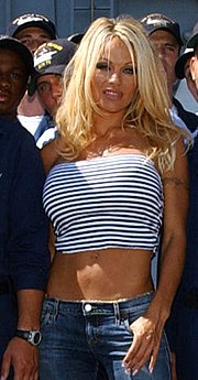 Pamela Anderson an Bord der USS Ronald Reagan am 29. September 2004