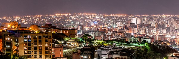 Panoramic view of Caracas night.jpg