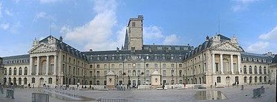 Duché de Bourgogne dans Ma Commune 400px-Panoramique_palais_duc_de_Bourgogne