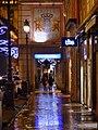 Partie haute Rue de Boigne à Chambéry de nuit sous la pluie (2018).JPG