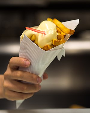 Fritessaus - French fries with fritessaus