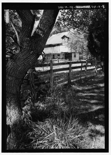 File:Perspective view from the southeast - Joseph Parks Farm, Barn, Sharpsburg, Washington County, MD HABS MD,22-SHARP.V,11-A-4.tif