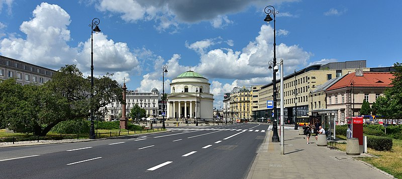 The Square, looking north toward New World Street Plac Trzech Krzyzy w Warszawie 2019a.jpg