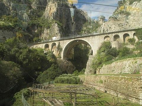 Avant poste de pont saint louis wikip dia for Garage ford st maur des fosses