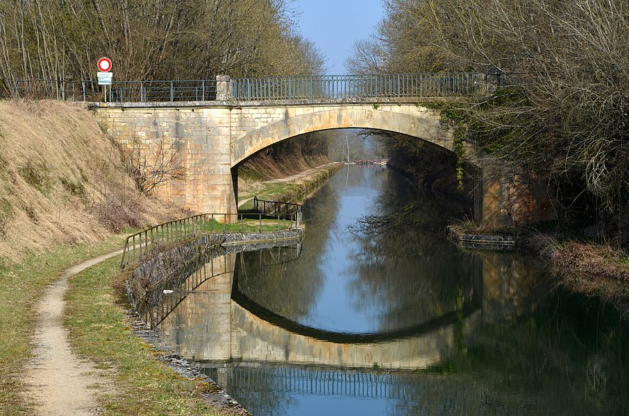 Bridge over the canal of Burgundy near the forges de Buffon , Burgundy , France