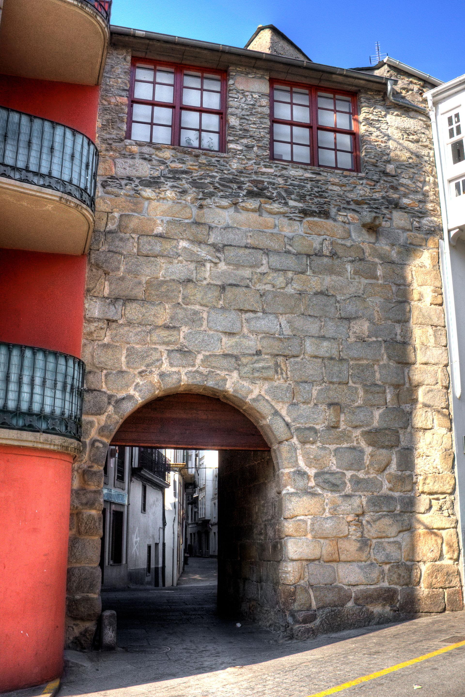 Puerta del santo cristo wikipedia la enciclopedia libre for La porta media