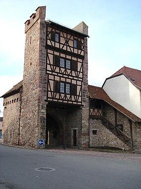 Porte de Thann à Cernay, Haut-Rhin.jpg