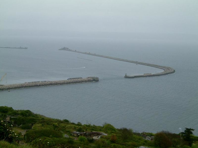 Файл:Portland harbour hood entrance.JPG