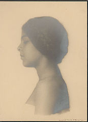 Portrait of German-Hawaiian girl titled 'The Unknown' 1909.jpg