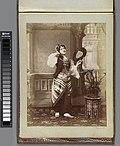 Portret van een meisje in oosterse dracht met waaier, RP-F-F01161-AV.jpg