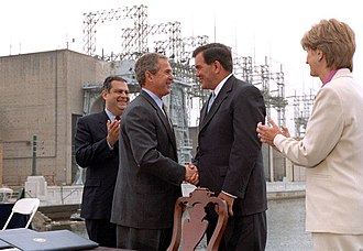 Tom Ridge - Ridge greeting President George W. Bush in 2001