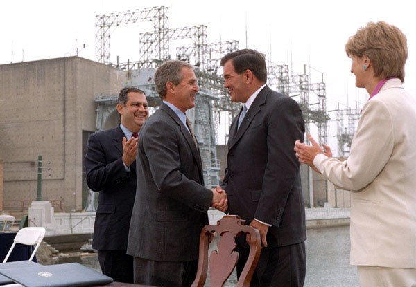 President George W. Bush shakes hands with Governor Tom Ridge
