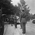 Prins Bernhard reikt het Grootkruis in de Orde van Oranje-Nassau met de Zwaarden, Bestanddeelnr 900-5499.jpg