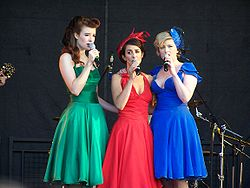 Die Puppini Sisters beim City of London Festival (2008) Stephanie O'Brien, Marcella Puppini, Kate Mullins (v.l.n.r.)