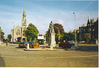 Queen's Cross - Statue of Queen Victoria with Queen's Cross Church in background