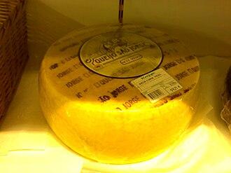 São Jorge cheese - Image: Queijo São Jorge inteiro