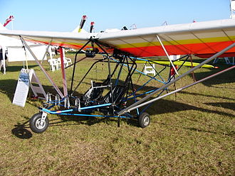 Eipper Quicksilver - Quicksilver Sport 2S, showing its struts, in place of wire bracing