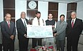 Ram Vilas Paswan being presented the dividend cheque by the Chairman of the Steel Authority of India Limited (SAIL), Shri S.K. Roongta, in New Delhi on February 12, 2009.jpg