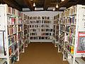 Ravensburg Stadtbücherei im Kornhaus Regale.jpg