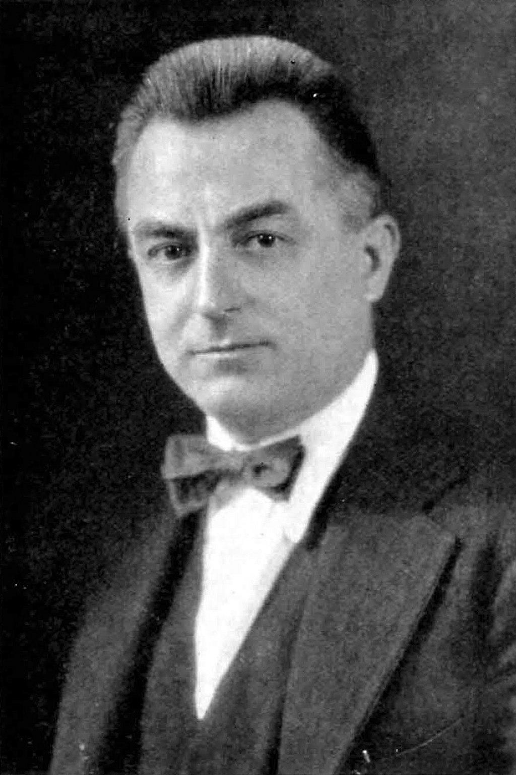 Raymond M. Hood, 1923.jpg
